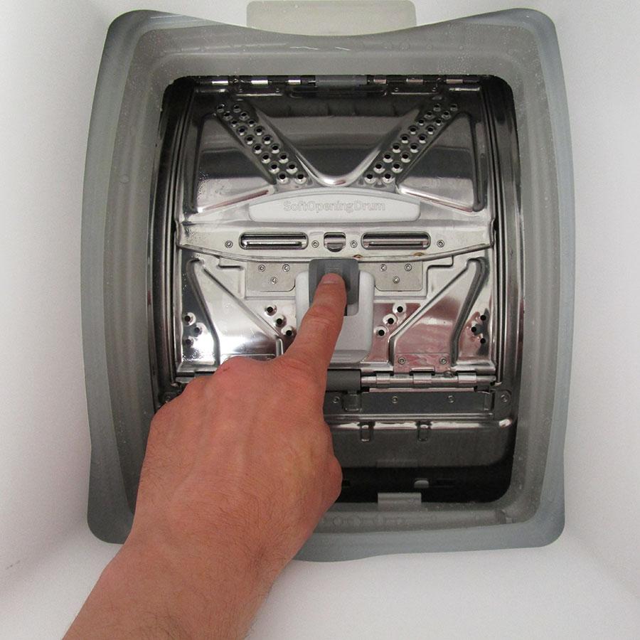 Bosch WOT24257FF - Bouton d'ouverture des portillons