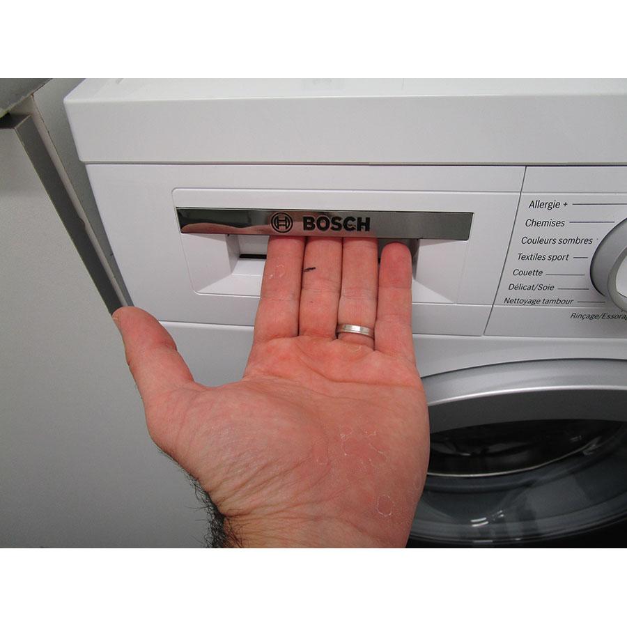 Bosch WUQ24408FF - Ouverture du tiroir à détergents