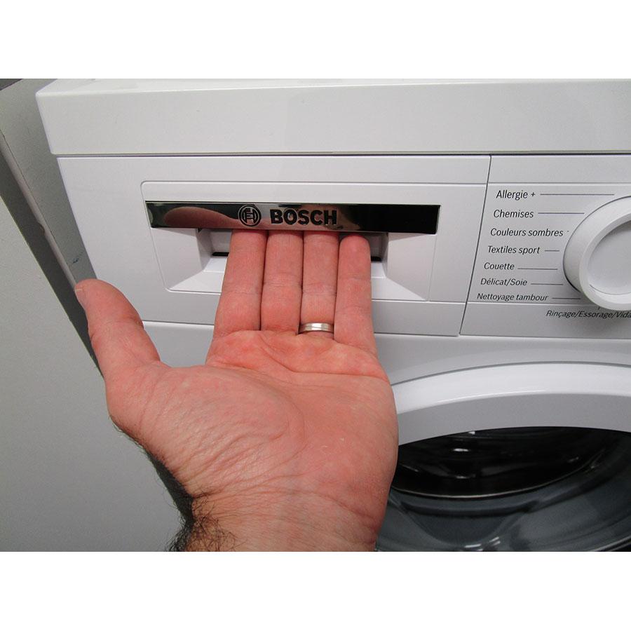 Bosch WUQ28418FF - Ouverture du tiroir à détergents
