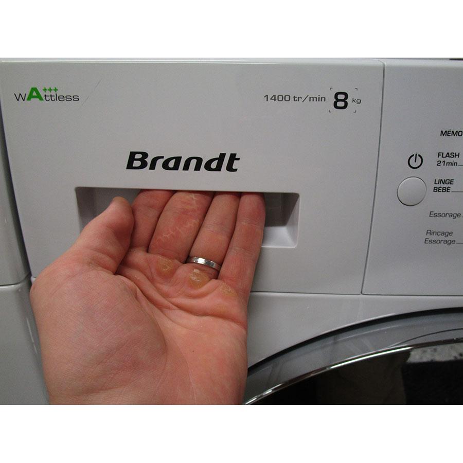 Brandt BWF48TCW(*30*) - Ouverture du tiroir à détergents