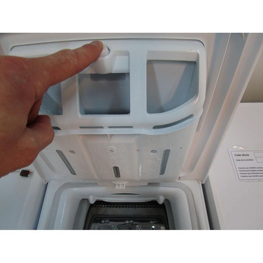 Candy CLT273L - Bouton de retrait du bac à produits