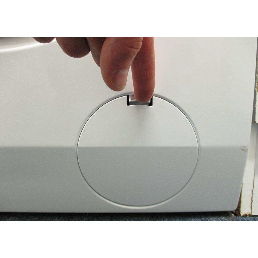Electrolux EW6F1496AM - Ouverture de la trappe du filtre de vidange