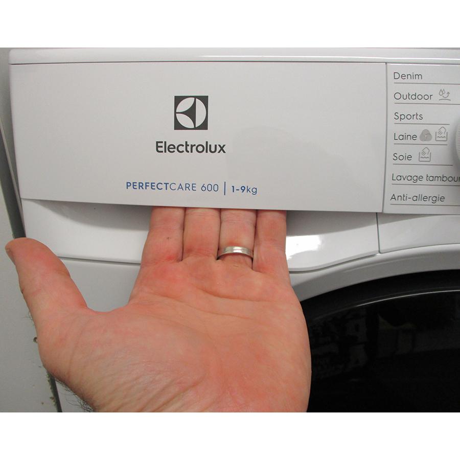 Electrolux EW6F1496AM - Ouverture du tiroir à détergents