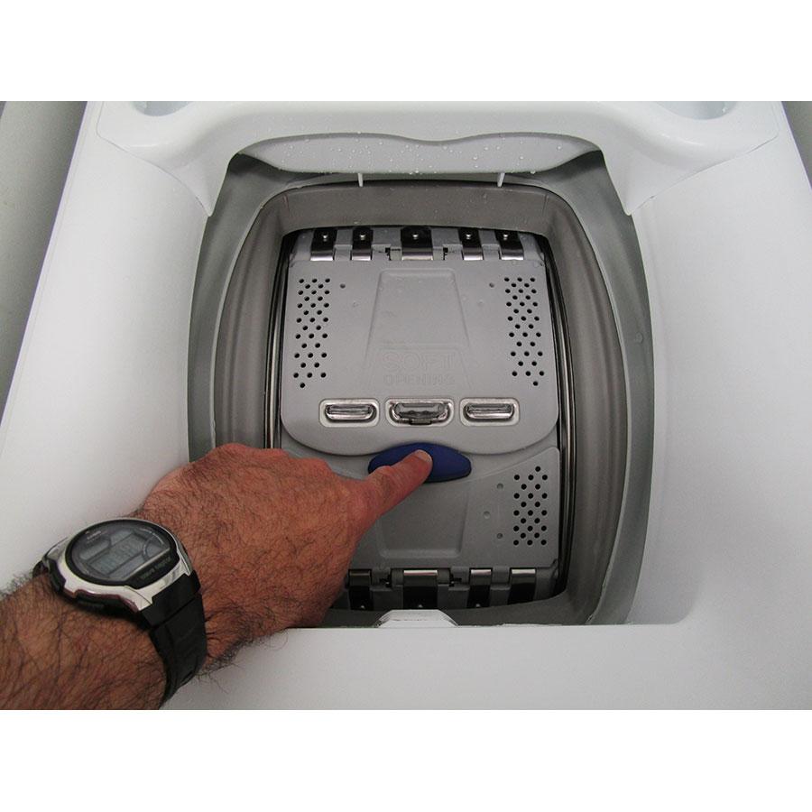 Electrolux EWT1365EL2 - Bouton d'ouverture des portillons