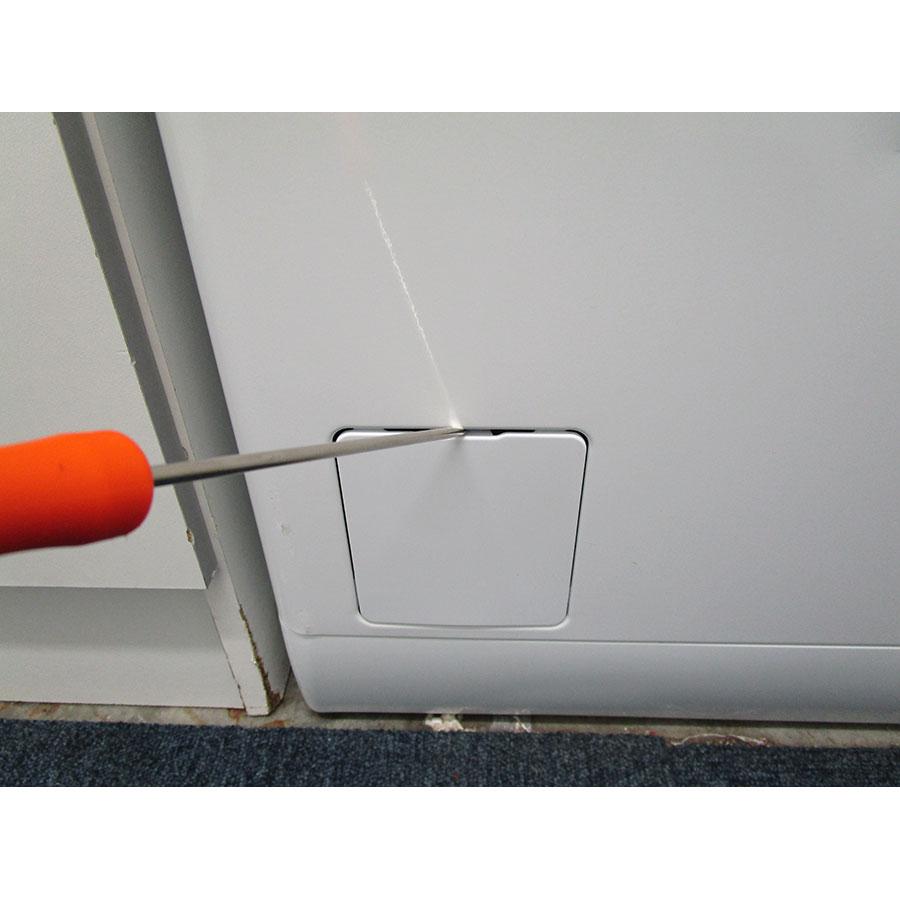 Electrolux EWT1365EL2 - Outil nécessaire pour accéder au filtre de vidange
