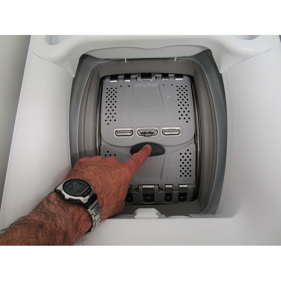 Faure FWQ61229WC - Bouton d'ouverture des portillons
