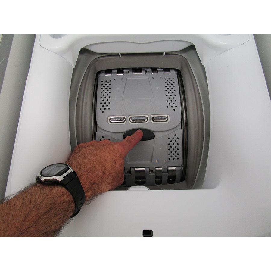 Faure FWQ6412C - Bouton d'ouverture des portillons
