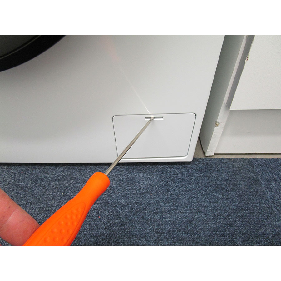 Haier HW60-14829 - Outil nécessaire pour accéder au filtre de vidange