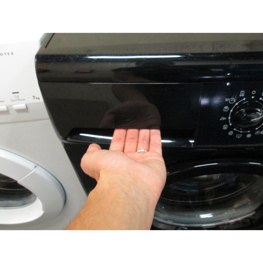 Ikea Renlig FWM 7 (*22*) - Ouverture du tiroir à détergents