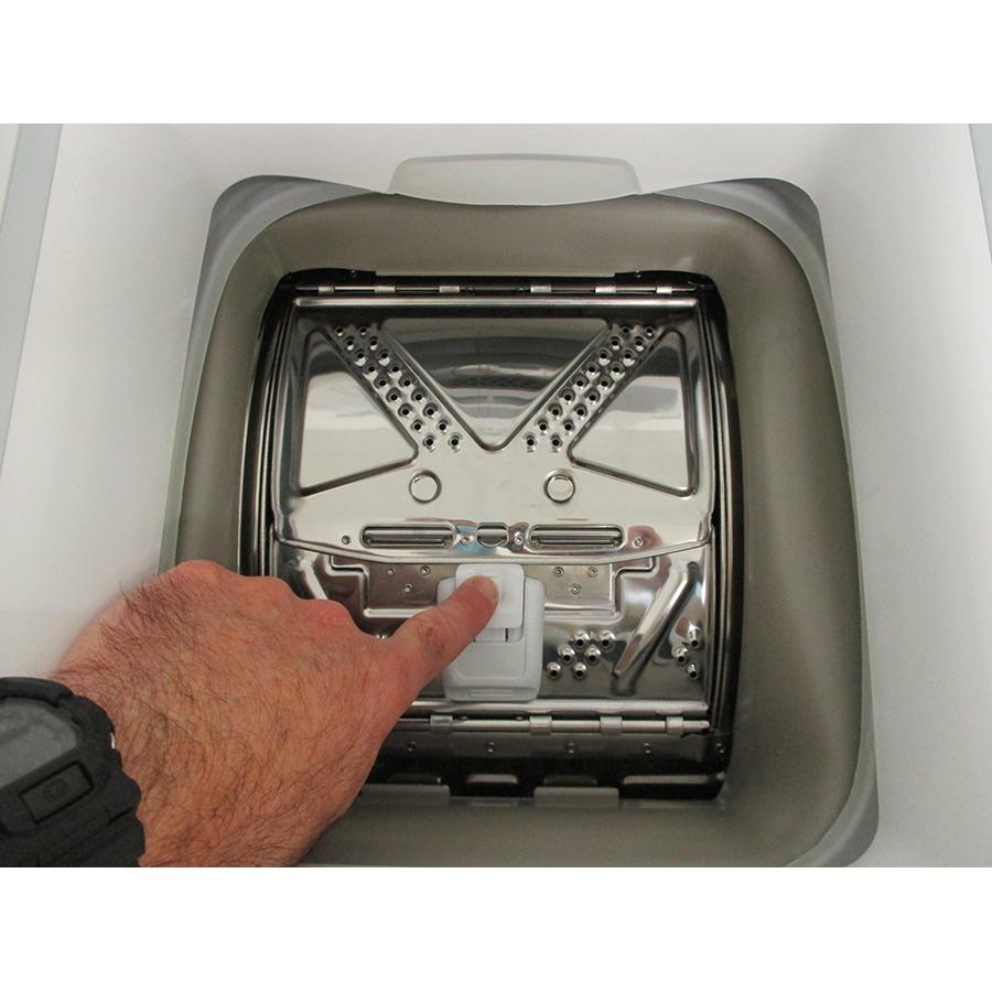 Indesit BTWL50300FR/N - Bouton d'ouverture des portillons