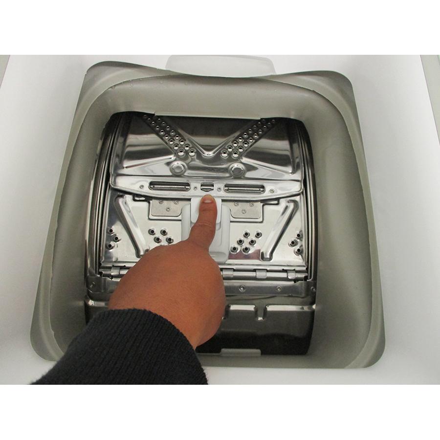 Indesit BTWS60300FR/N - Bouton d'ouverture des portillons