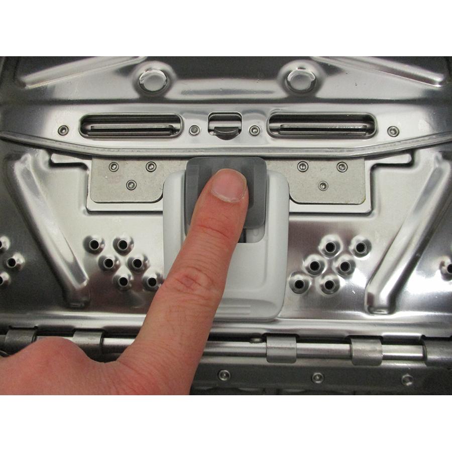Indesit BTWS62300FRN - Bouton d'ouverture des portillons