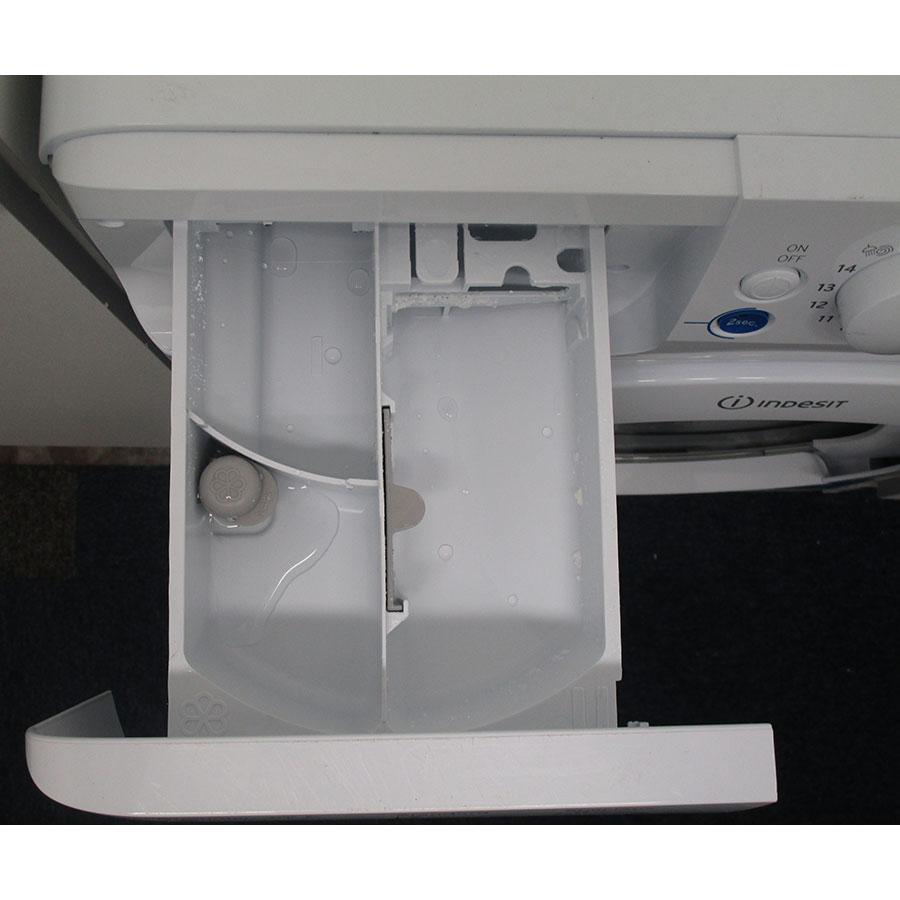 Indesit BWA 101283X W FR - Compartiments à produits lessiviels