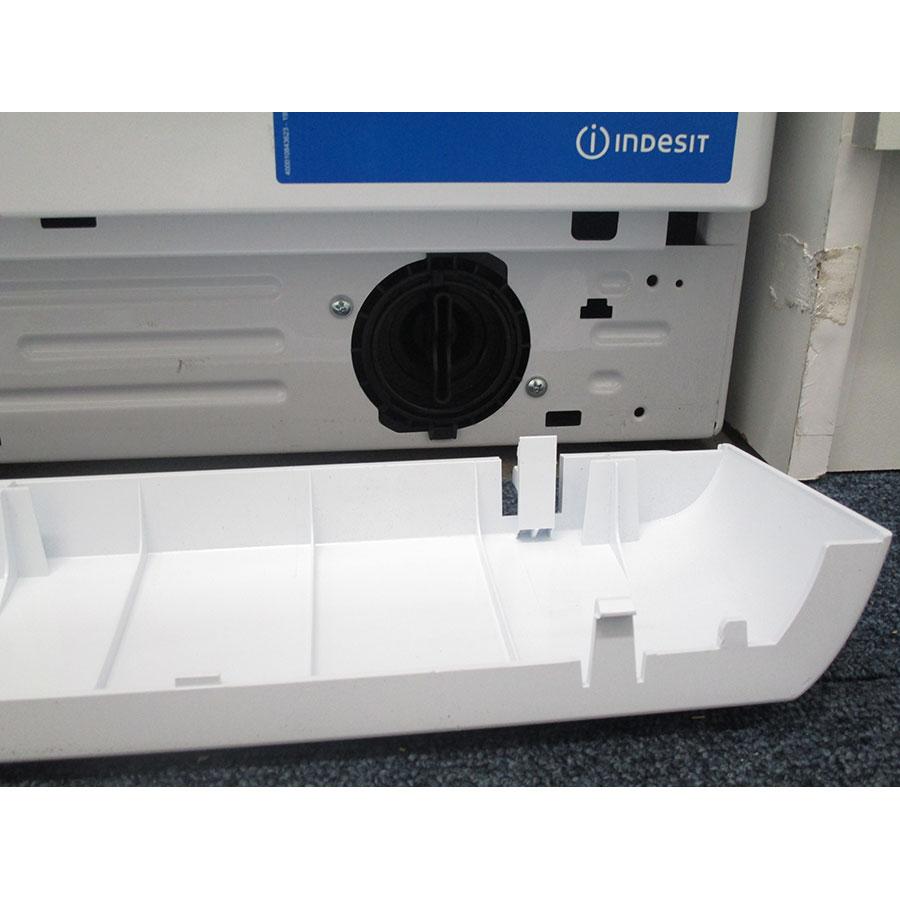 Indesit BWA 101283X W FR - Bouchon du filtre de vidange