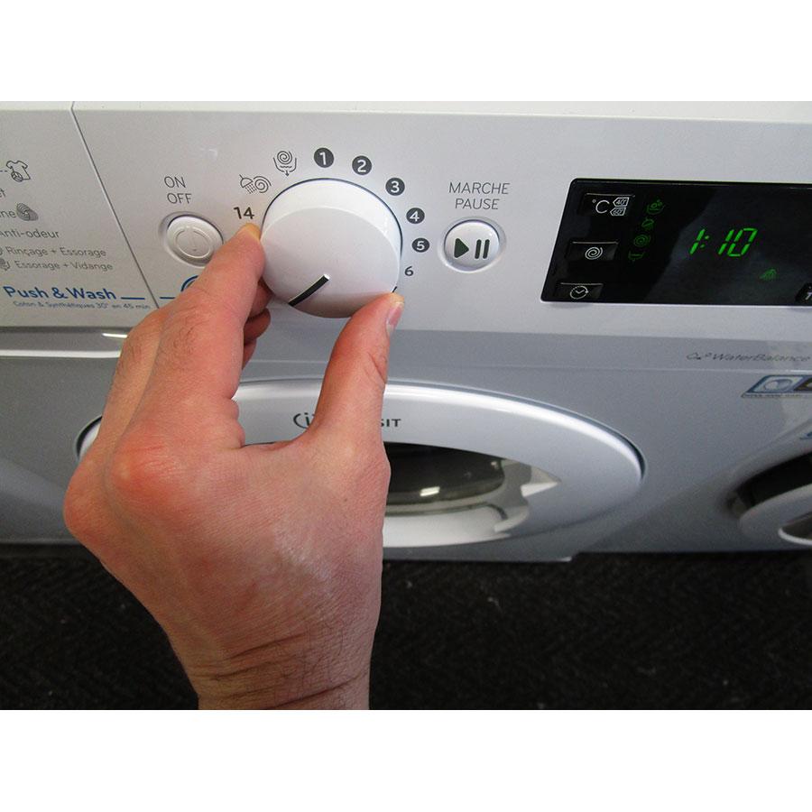 Indesit BWE61252W FR - Visibilité du sélecteur de programme