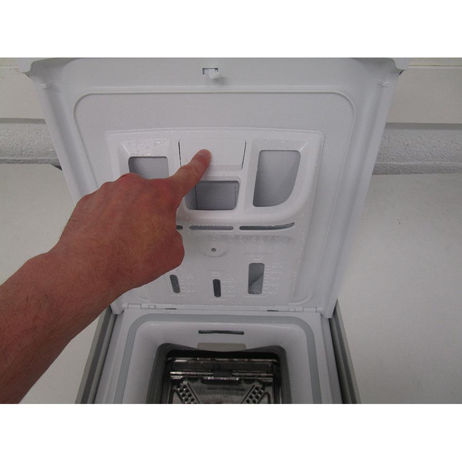 Indesit ITWD 61253 W FR(*42*) - Bouton de retrait du bac à produits