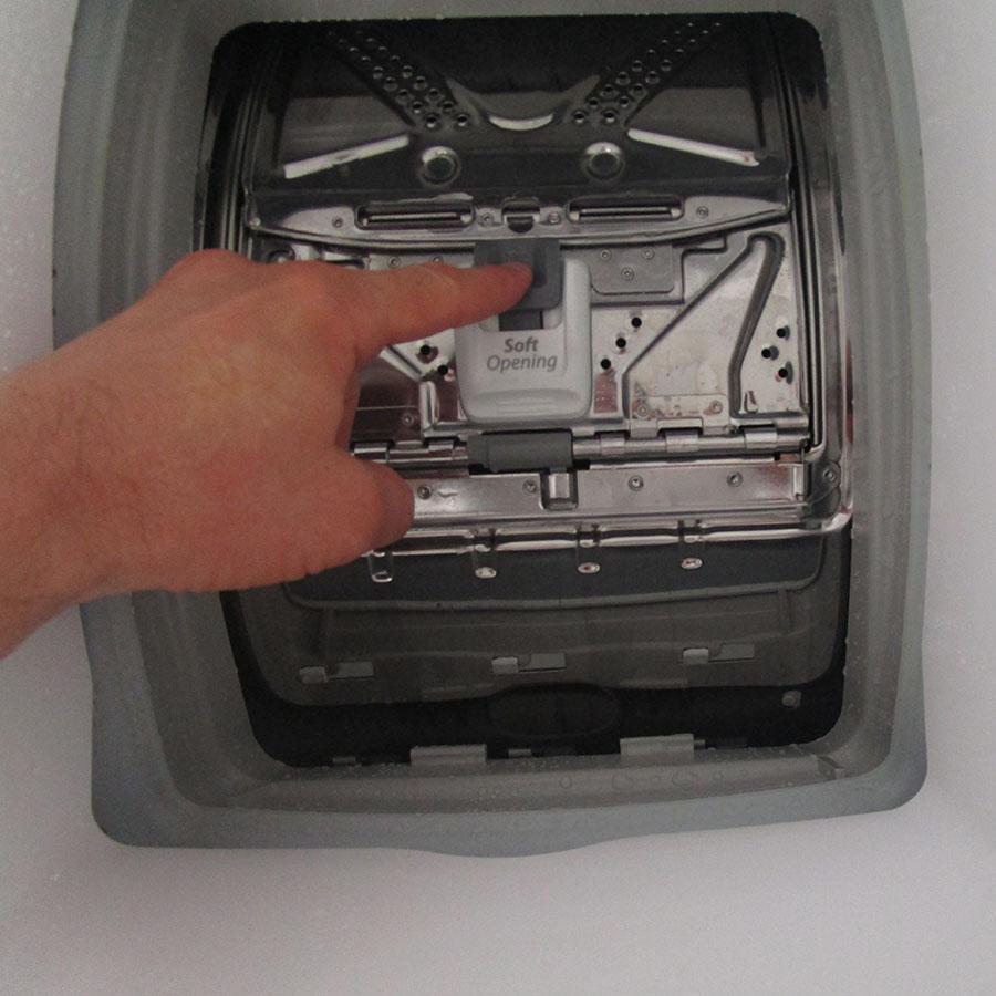 Indesit ITWD 61253 W FR(*42*) - Bouton d'ouverture des portillons