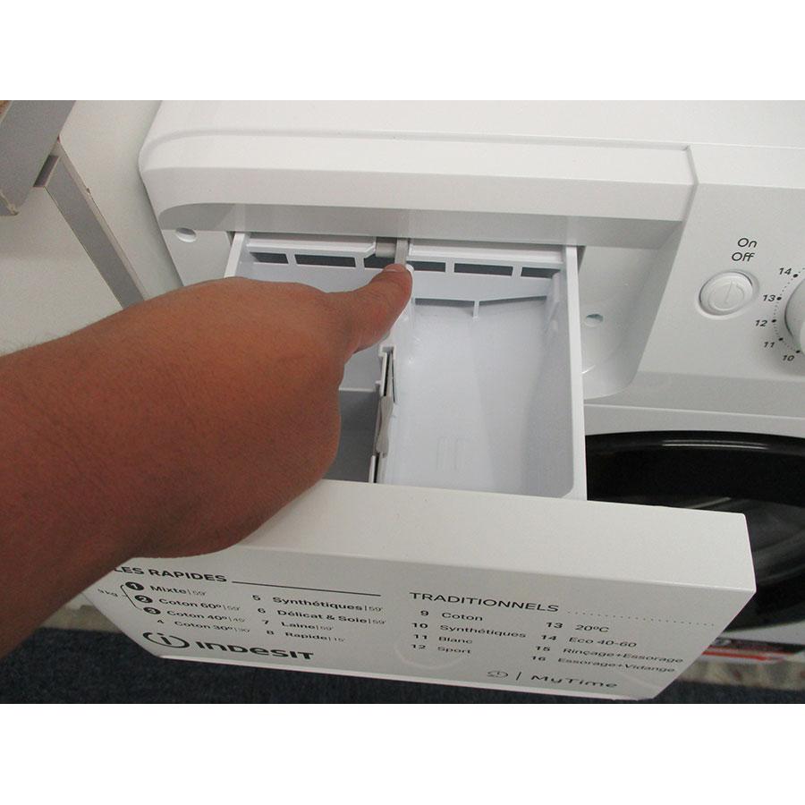 Indesit MTWED91483WKFR - Bouton de retrait du bac à produits