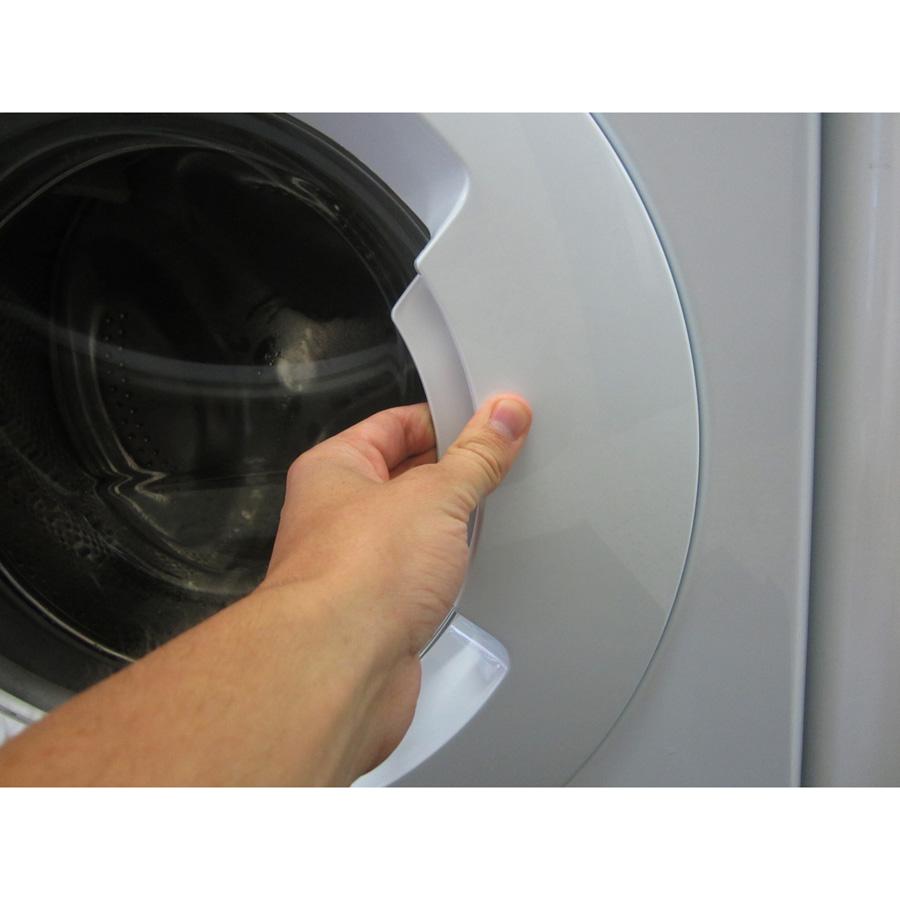 Indesit XWA61252W FR Innex Push & Wash (*23*) - Poignée d'ouverture du hublot
