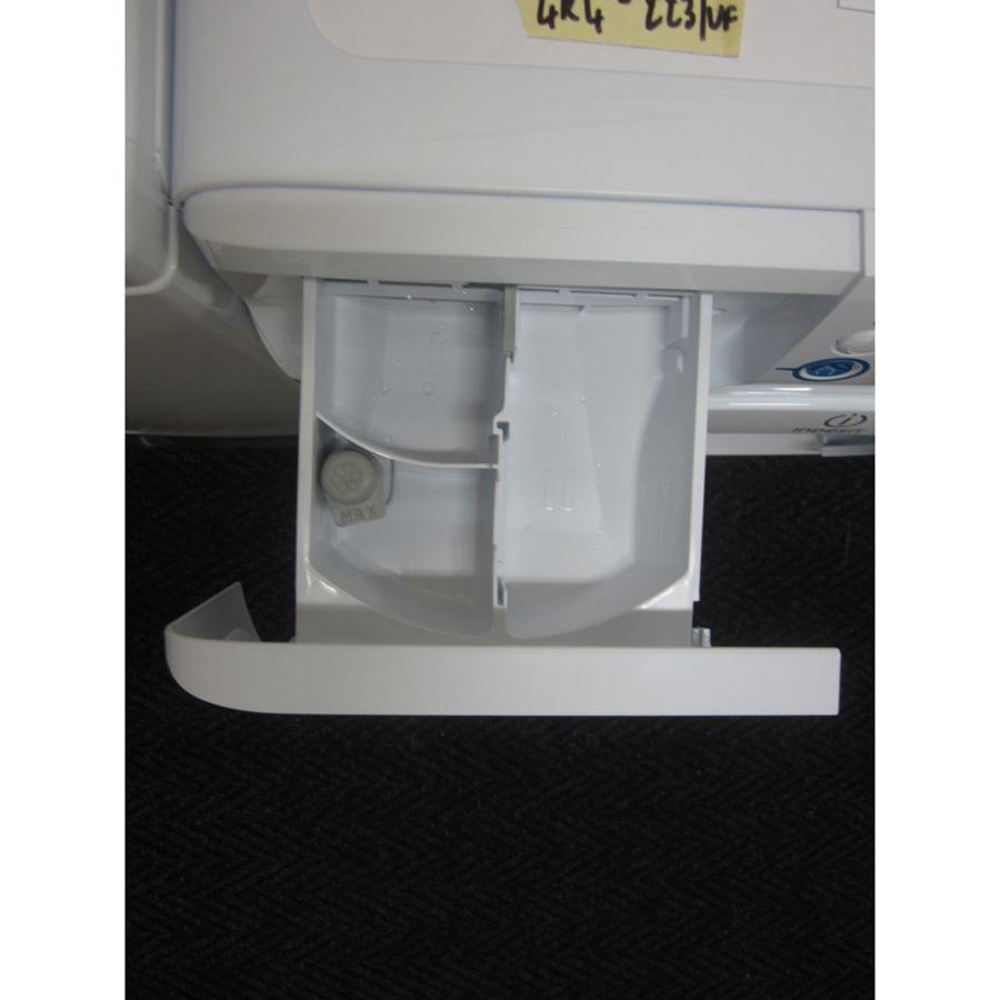 Indesit XWA61252W FR Innex Push & Wash (*23*) - Compartiments à produits lessiviels