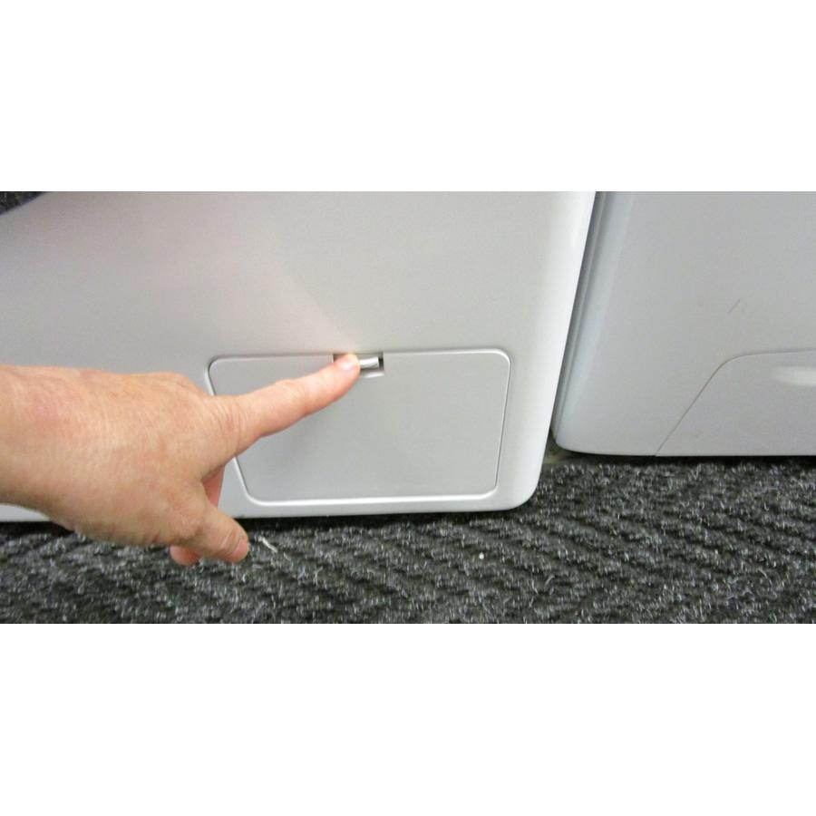 LG F14952WHS - Ouverture de la trappe du filtre de vidange
