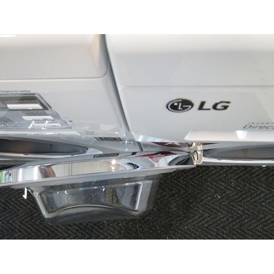 LG F74552WH - Angle d'ouverture de la porte