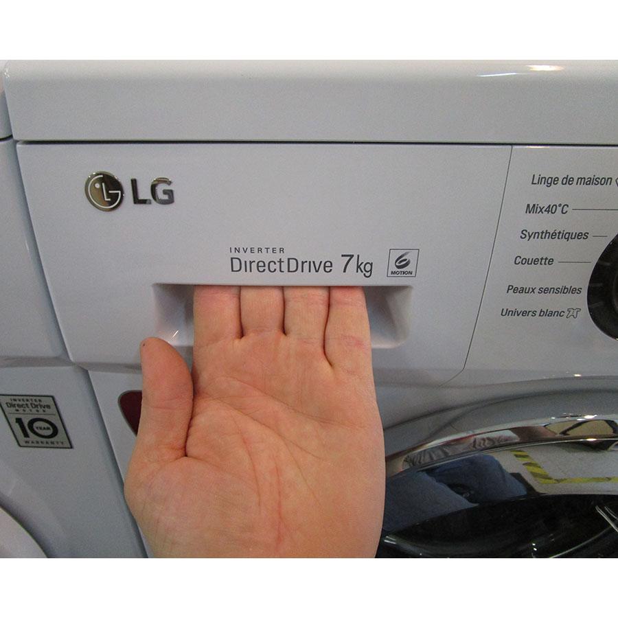 LG F74552WH - Ouverture du tiroir à détergents