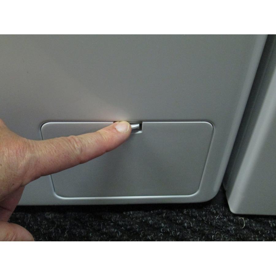 LG F74861WH - Ouverture de la trappe du filtre de vidange