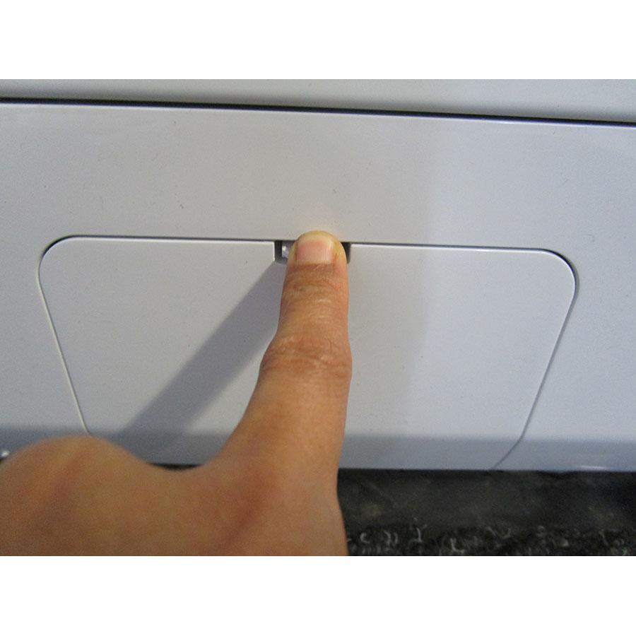 LG F74G62WH - Ouverture de la trappe du filtre de vidange