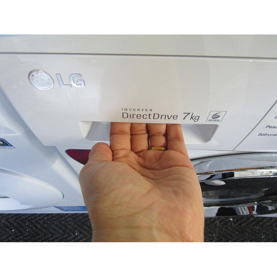 LG F74G62WH - Ouverture du tiroir à détergents