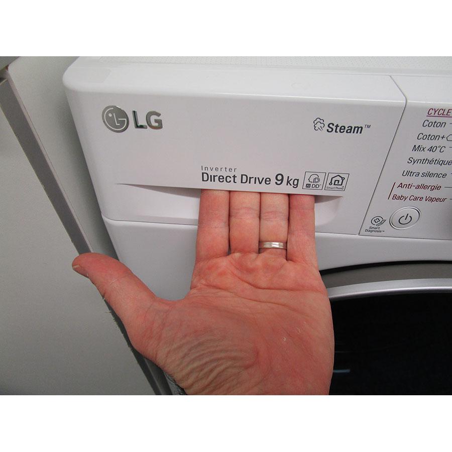 LG F94N51WHSB - Ouverture du tiroir à détergents