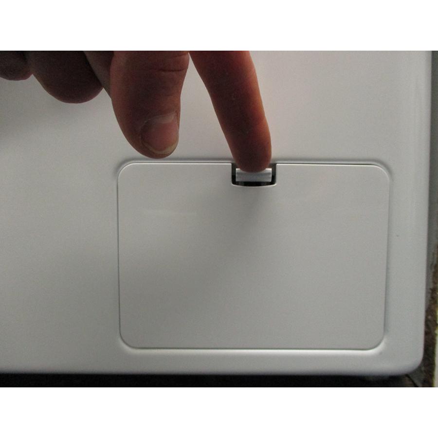 LG F94V35WHS - Ouverture de la trappe du filtre de vidange