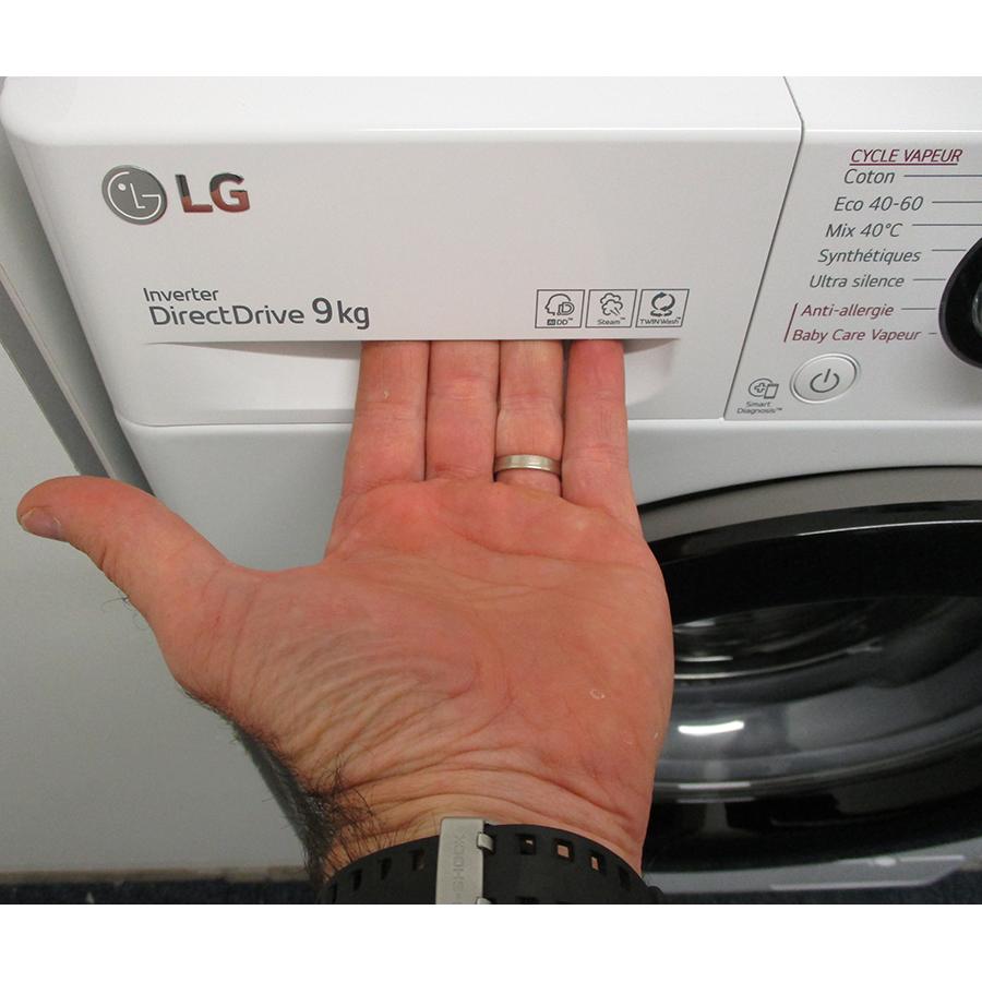 LG F94V35WHS - Ouverture du tiroir à détergents