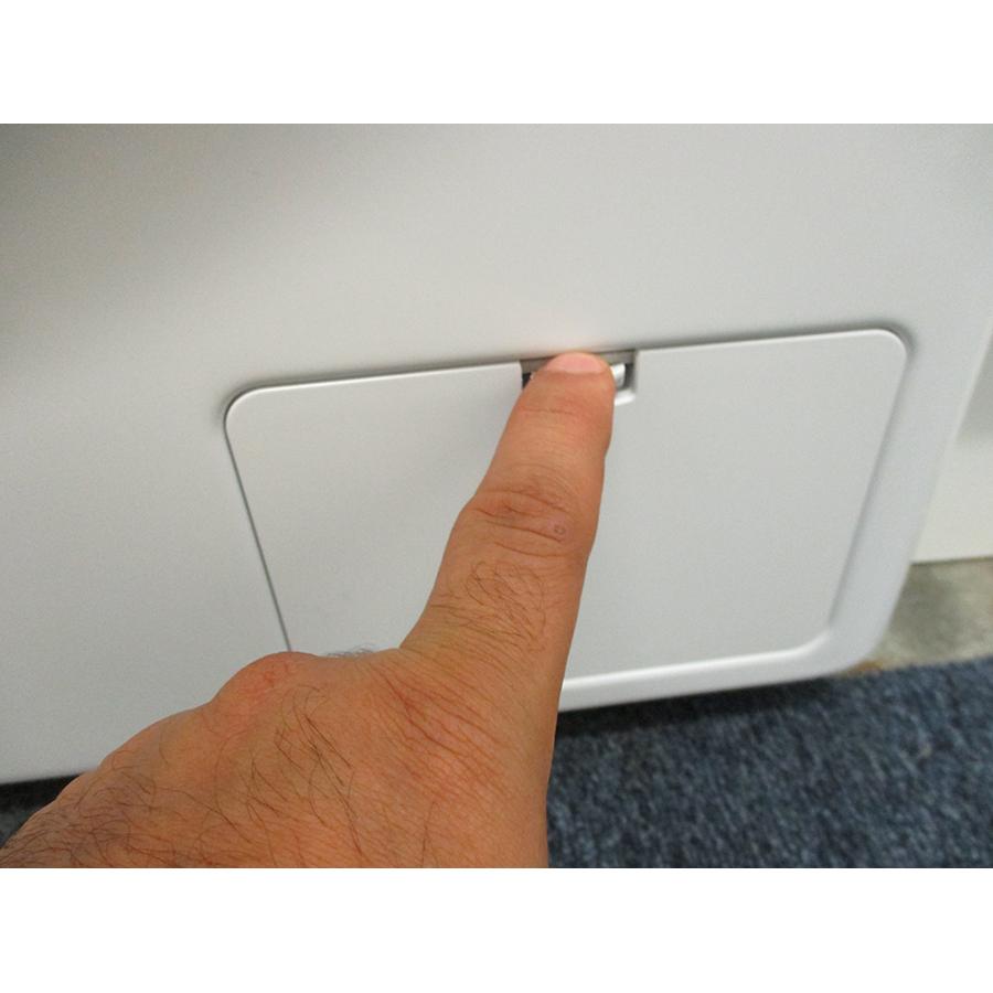 LG F94V51WHS - Ouverture de la trappe du filtre de vidange