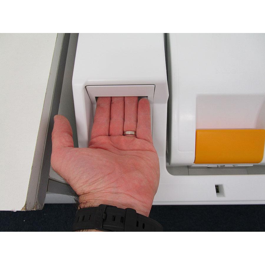 Miele W196 - Ouverture du tiroir à détergents