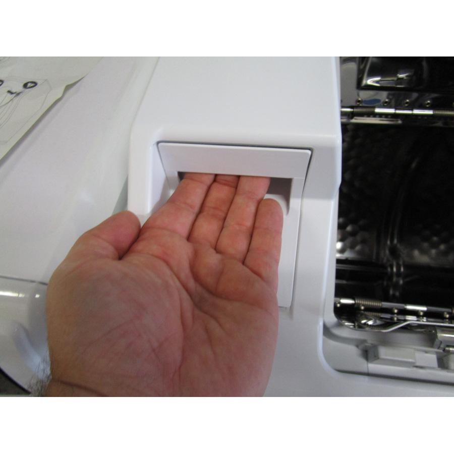 Miele W679 - Ouverture du tiroir à détergents