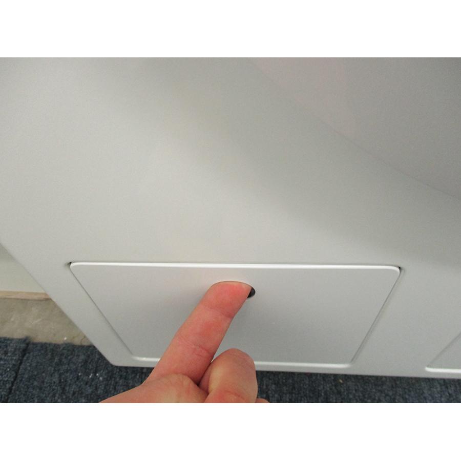 Miele WCD 660 - Ouverture de la trappe du filtre de vidange
