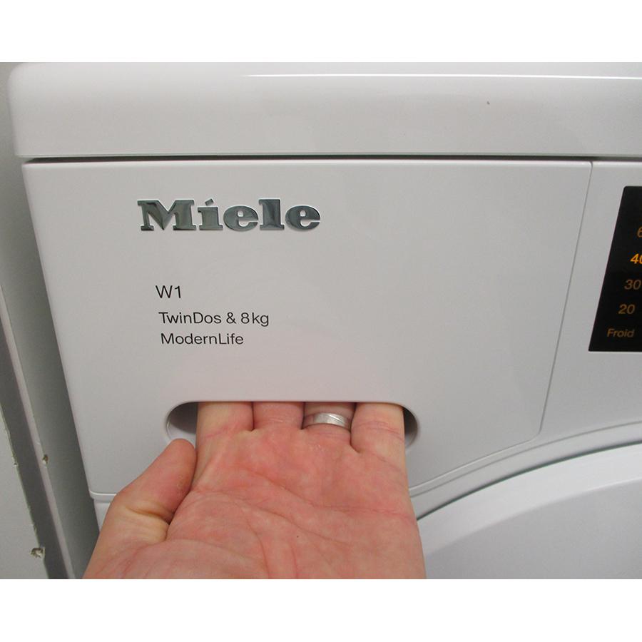Miele WCD 660 - Ouverture du tiroir à détergents