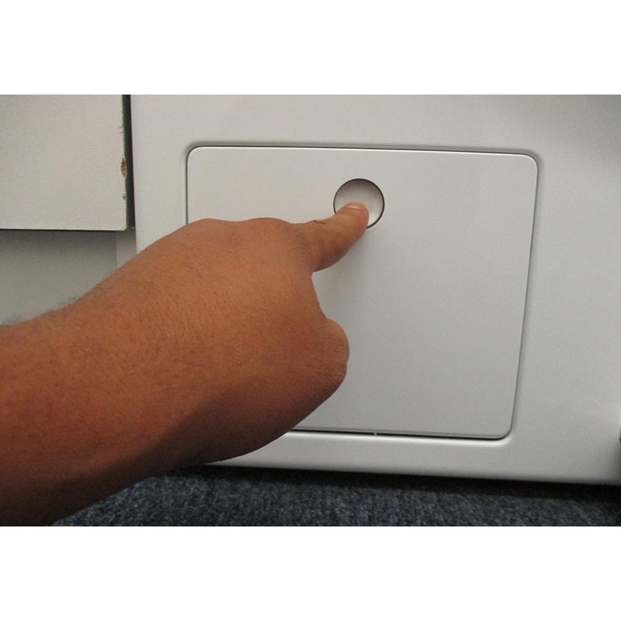 Miele WCG 660 - Ouverture de la trappe du filtre de vidange