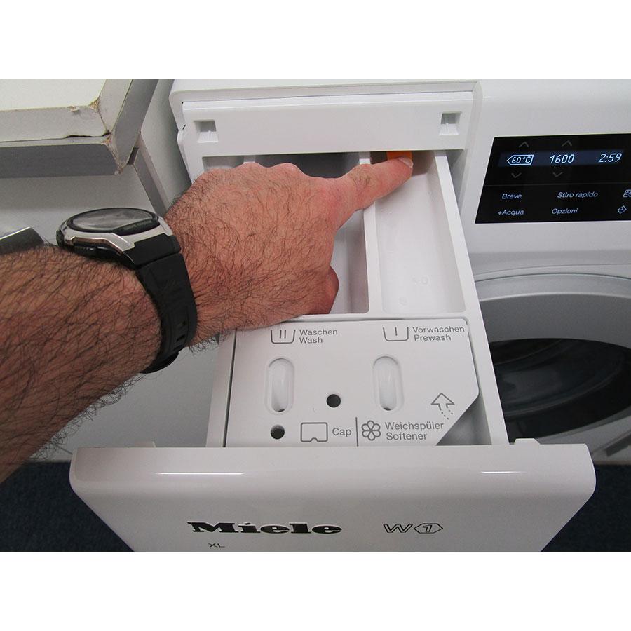 Miele WCG130 - Bouton de retrait du bac à produits