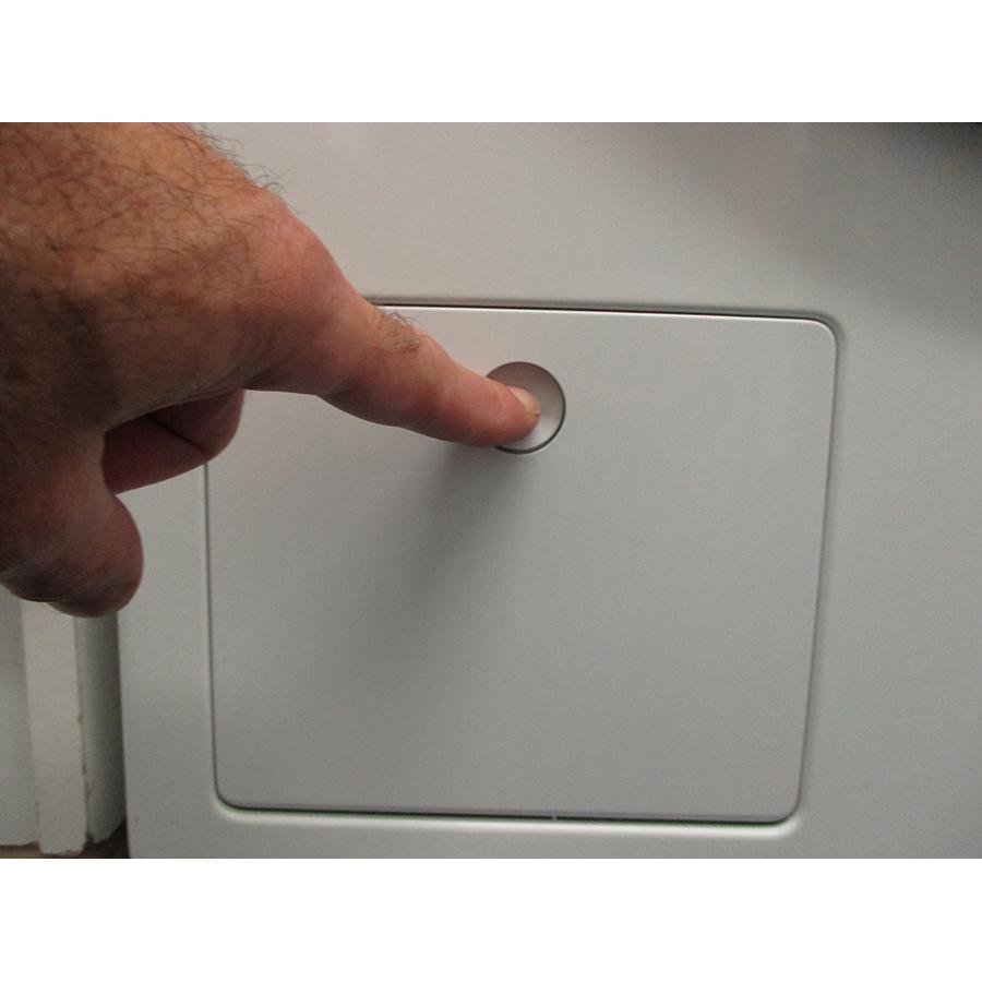 Miele WCI 960 WCS TwinDos - Ouverture de la trappe du filtre de vidange