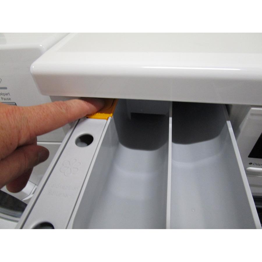 Miele WDA100 - Bouton de retrait du bac à produits