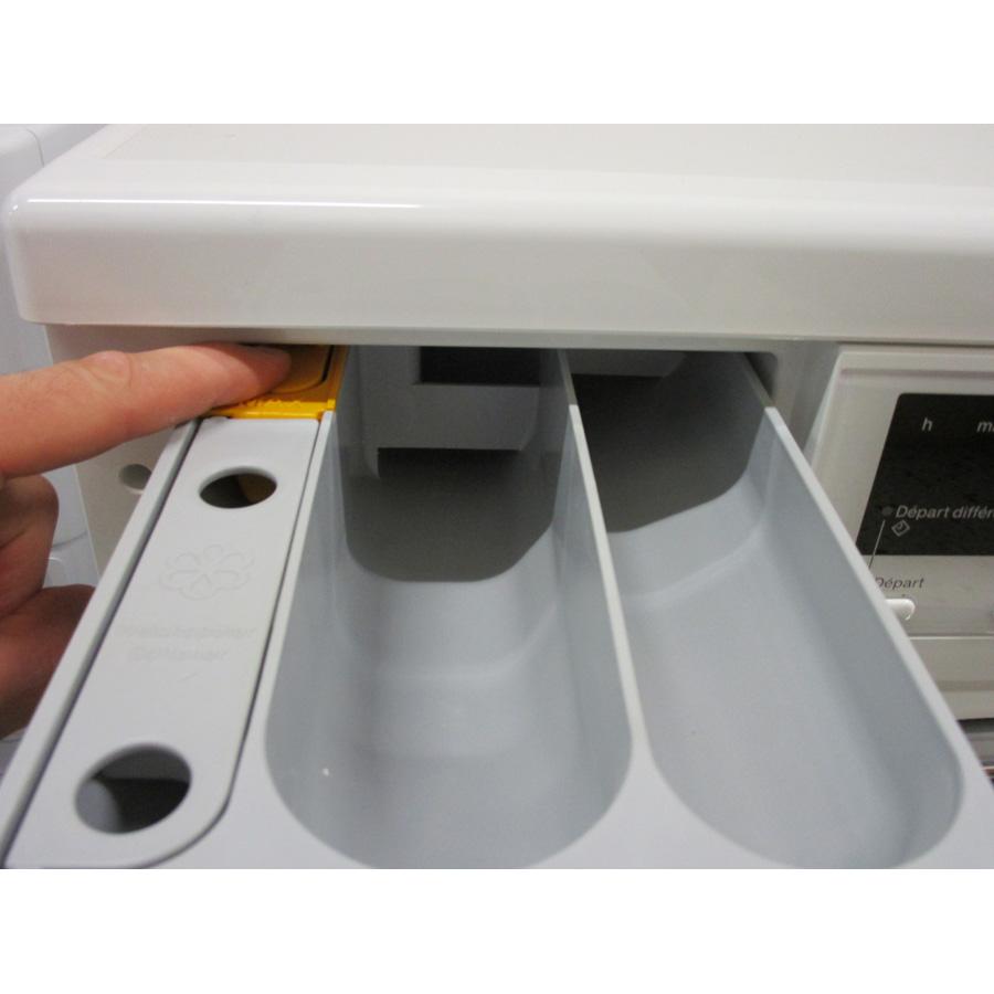 Miele WDA200WPM - Bouton de retrait du bac à produits