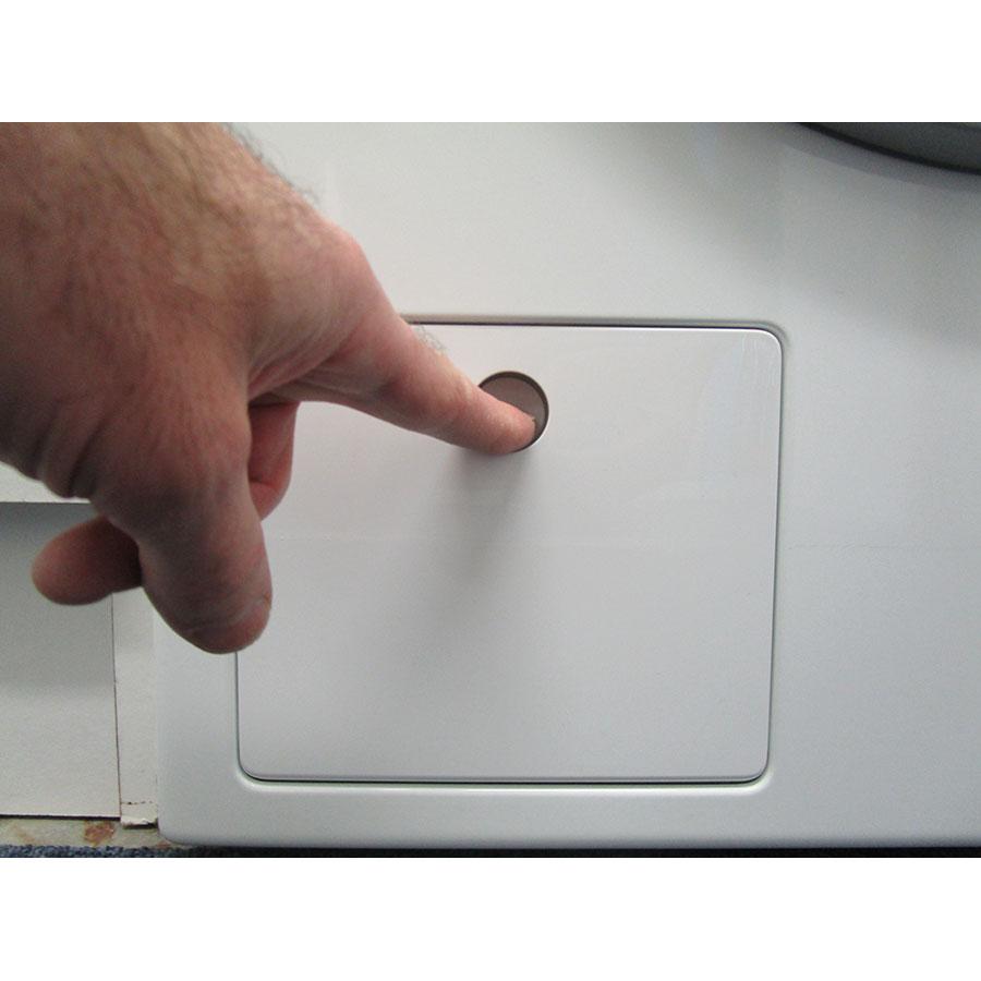 Miele WDB020(*38*) - Ouverture de la trappe du filtre de vidange