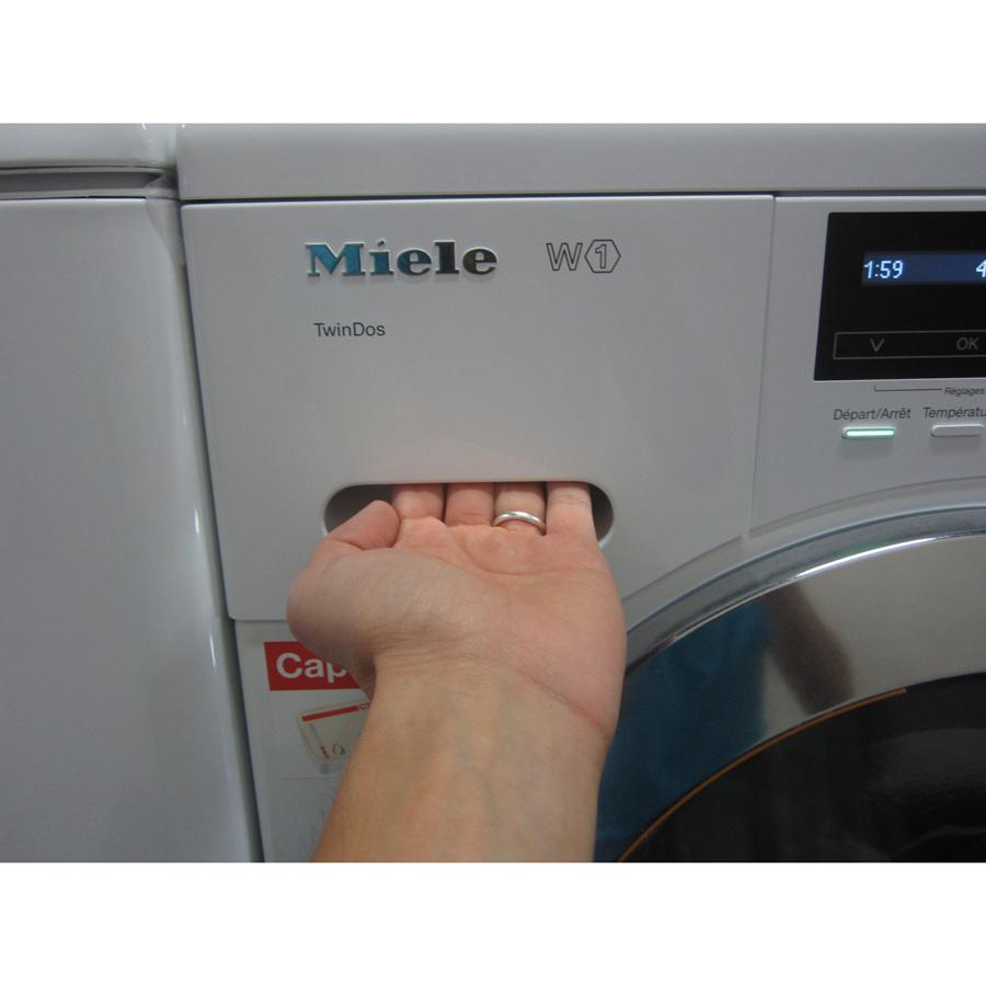Miele WKG120 W1 ChromeEdition - Ouverture du tiroir à détergents