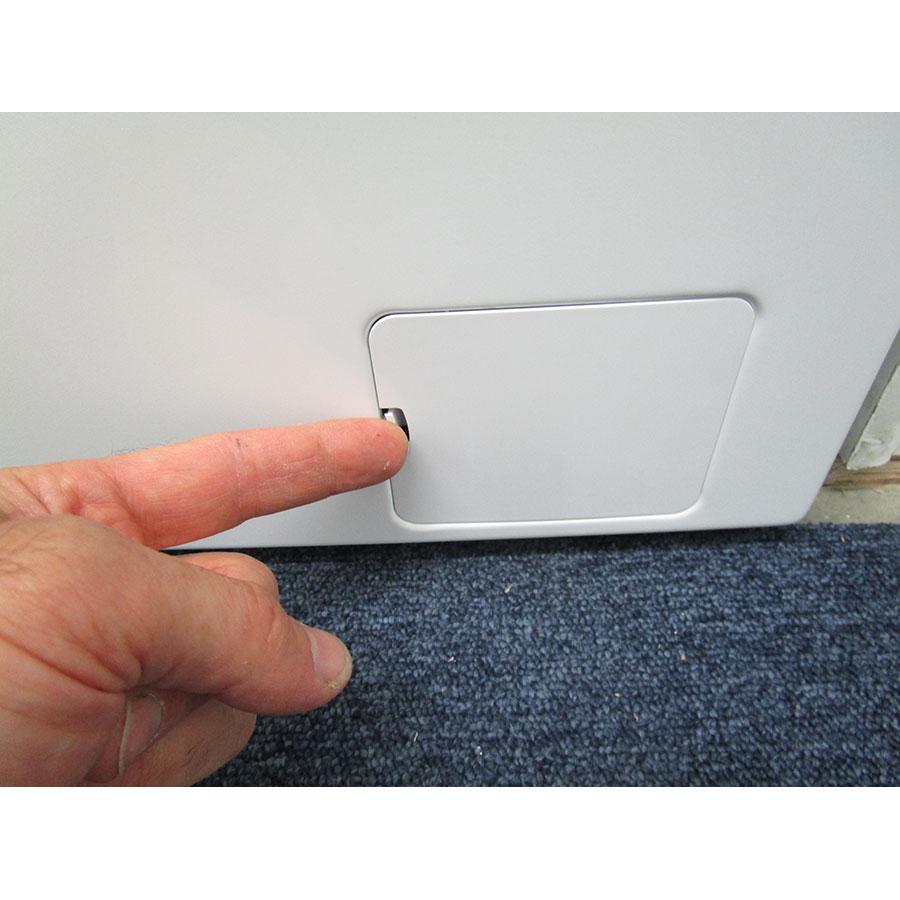 Saba (Conforama) LFS610BE17W - Ouverture de la trappe du filtre de vidange