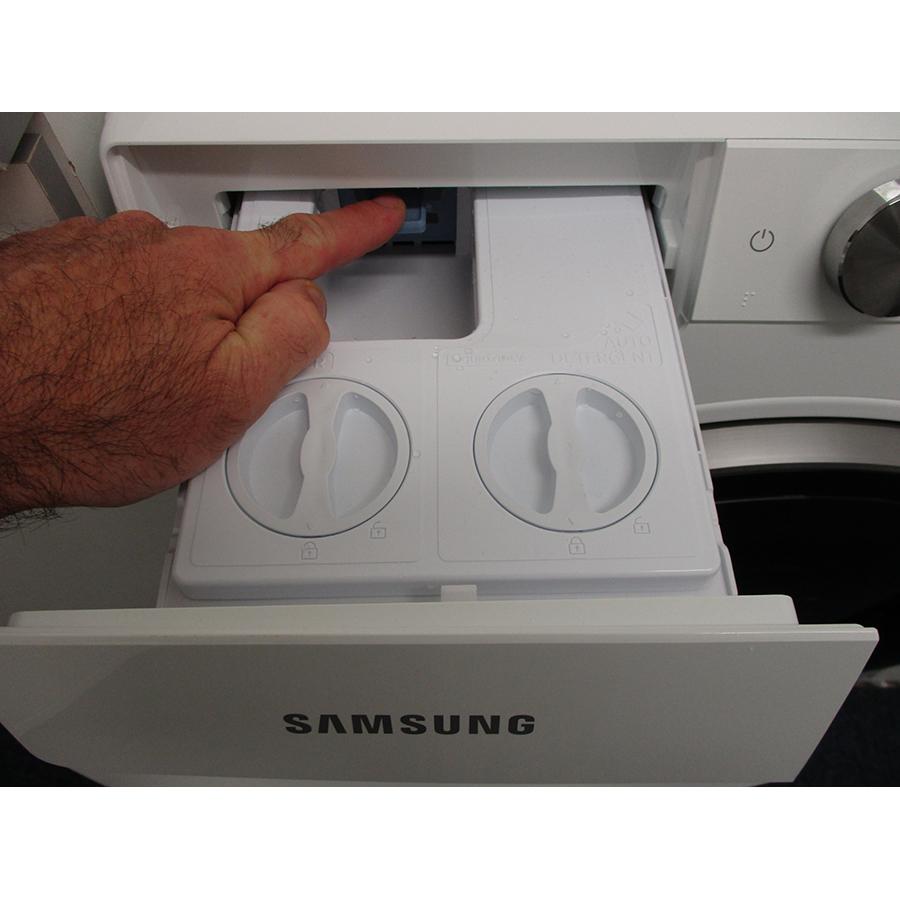 Samsung WW10T684DLH - Bouton de retrait du bac à produits