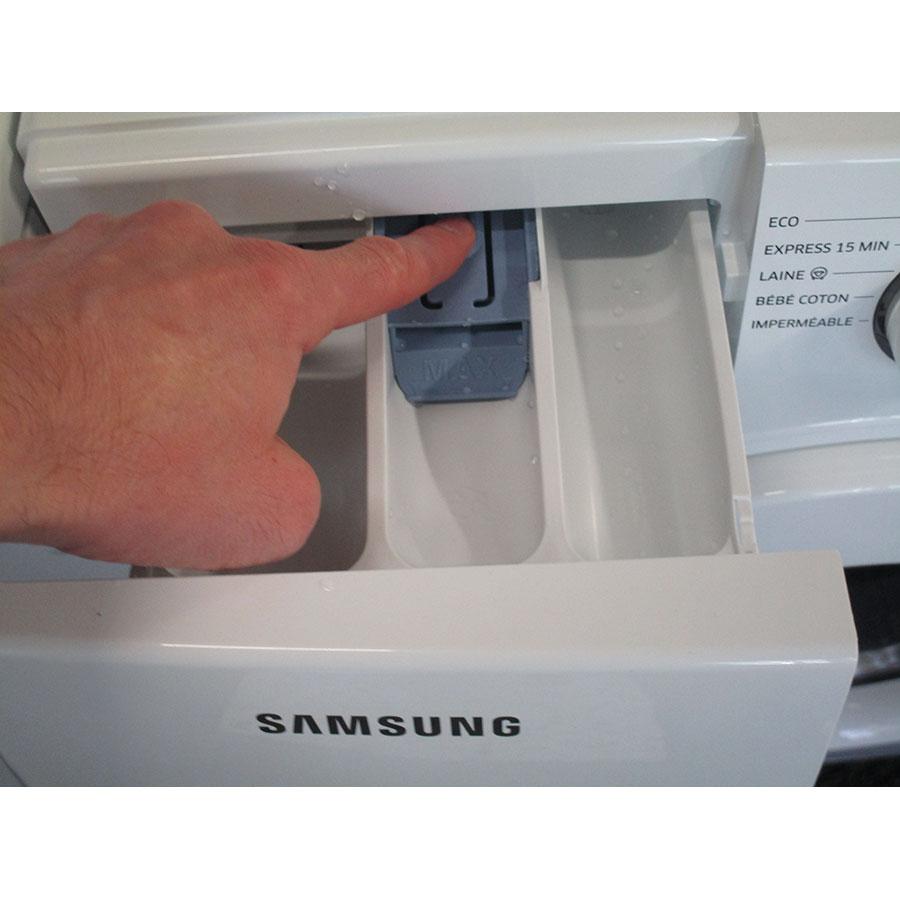 Samsung WW80J3267KW - Bouton de retrait du bac à produits