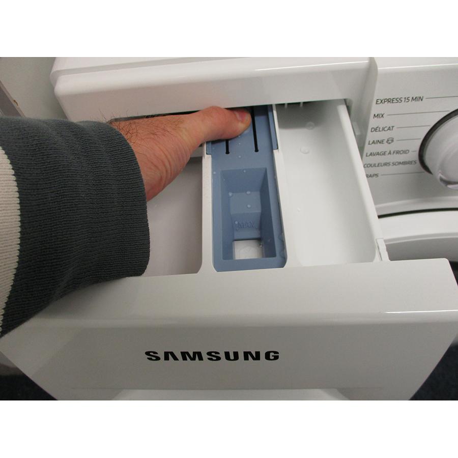 Samsung WW80TA046TH - Bouton de retrait du bac à produits