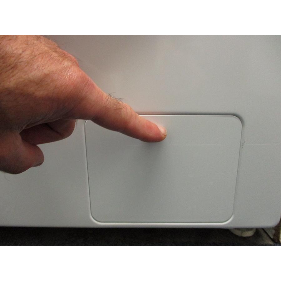 Samsung WW80TA046TH - Ouverture de la trappe du filtre de vidange